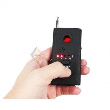 Radijo dažnių ir objektyvų detektorius